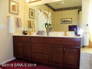 Master Bath Dual Sinks and Vanity
