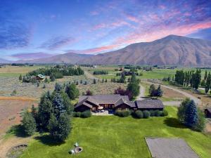 Property for sale at 110 Equus Loop, Bellevue,  ID 83313