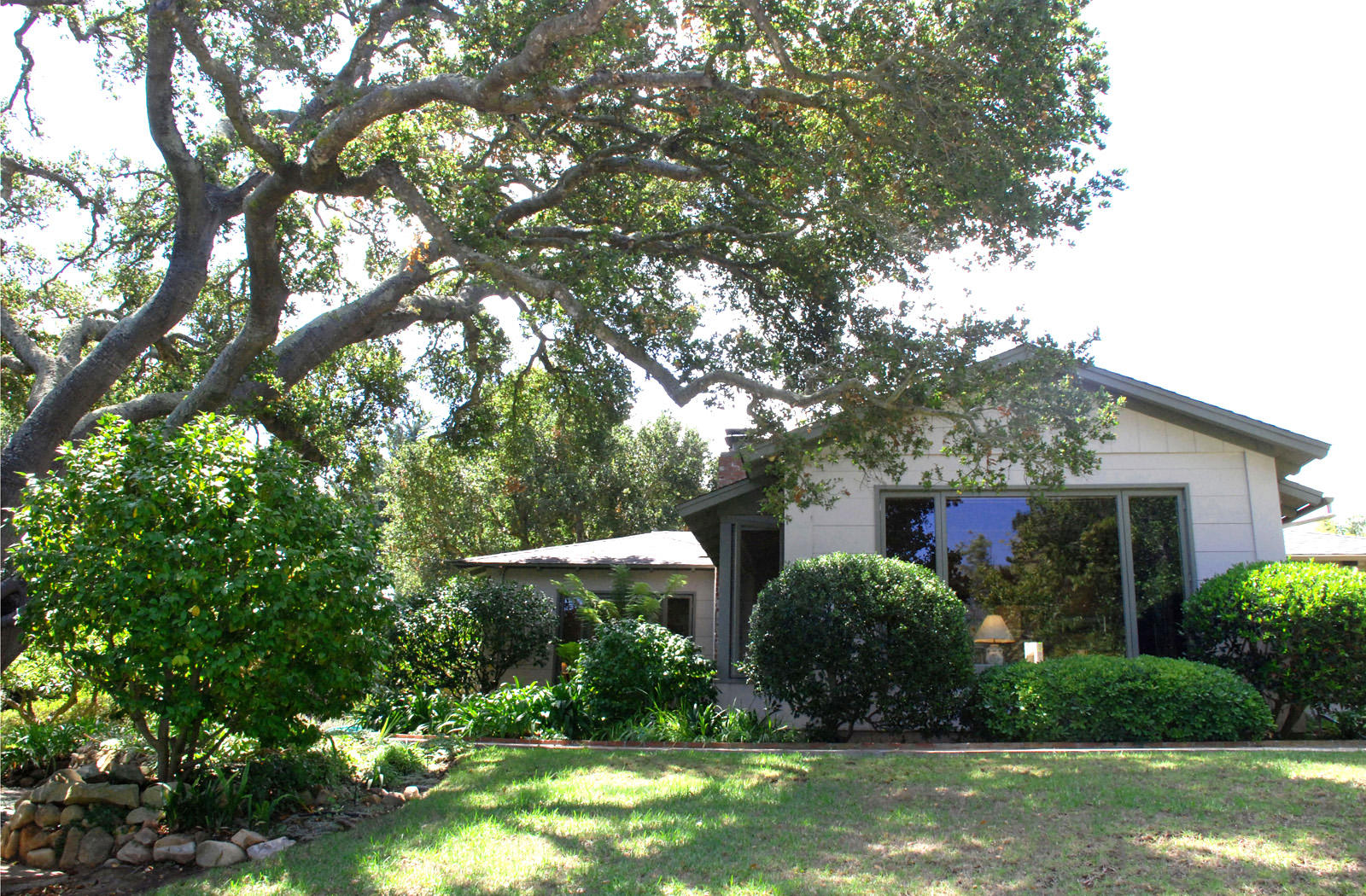 Property photo for 1615 Hillcrest Road Santa Barbara, California 93103 - 13-2229