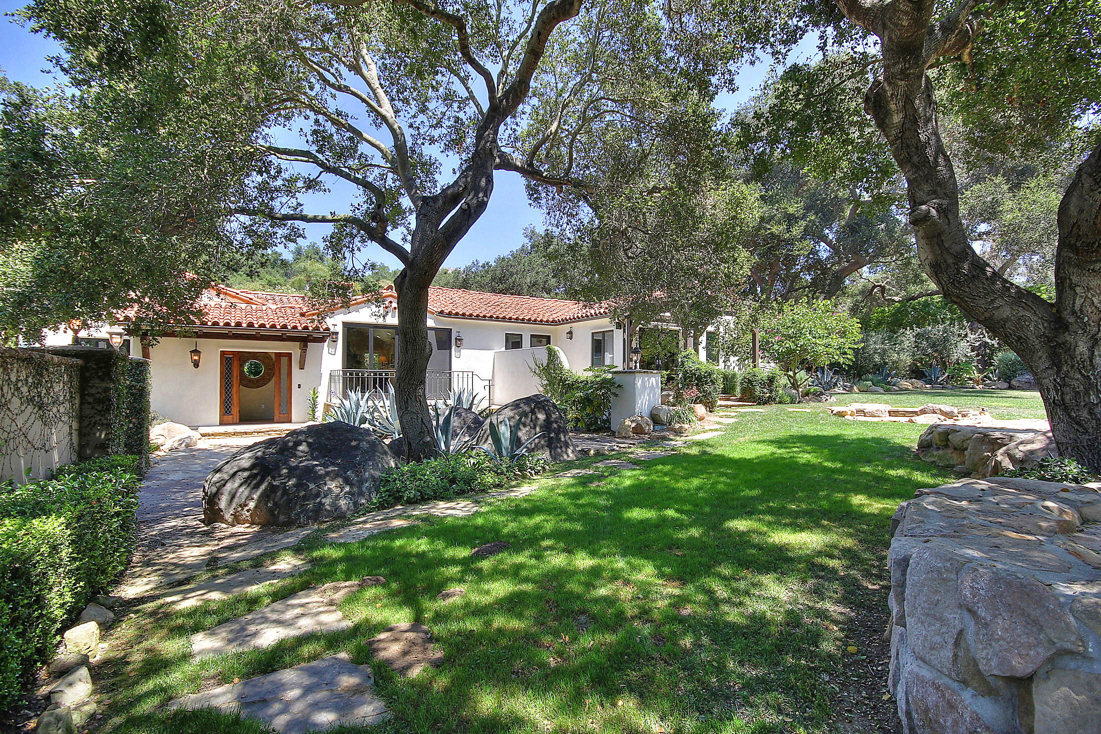 Property photo for 2540 Foothill Rd Santa Barbara, California 93105 - 14-2579