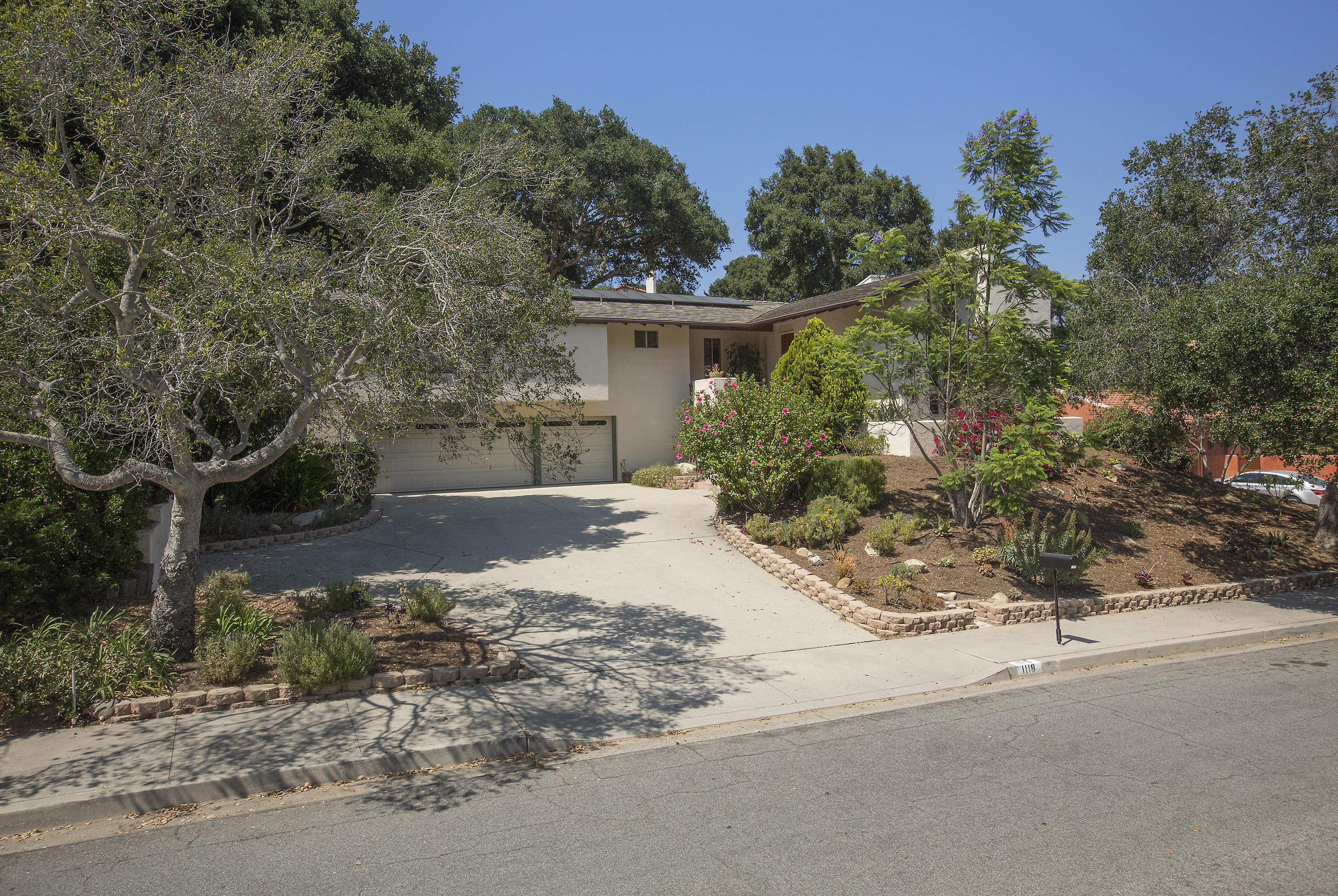 Property photo for 1118 Manitou Rd Santa Barbara, California 93101 - 16-2236