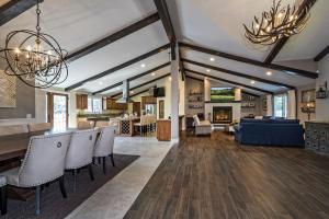 2550 Elk Grove Rd