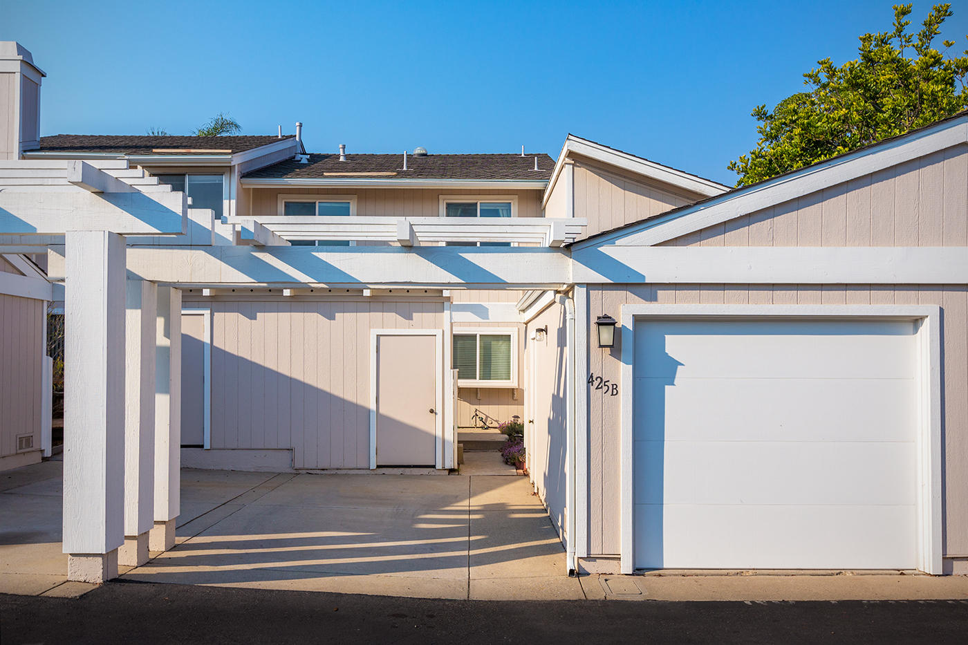 Property photo for 425 Cannon Green Dr #B Goleta, California 93117 - 17-3931