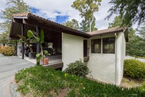 950 Miramonte Drive #4