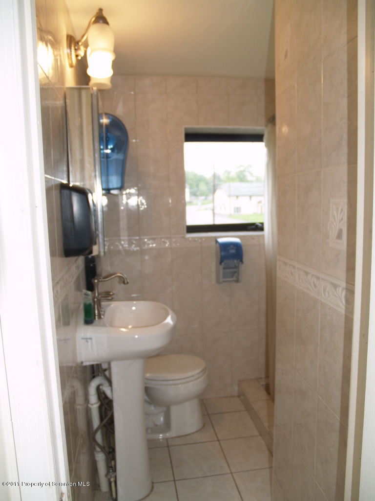 1375 Lake Ariel Hwy, Lake Ariel, Pennsylvania 18436, ,1.5 BathroomsBathrooms,Commercial,For Sale,Lake Ariel,12-3736