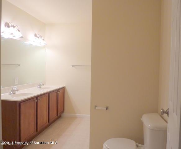 14 FIORE CT, Duryea, Pennsylvania 18642, 3 Bedrooms Bedrooms, 6 Rooms Rooms,3 BathroomsBathrooms,Rental,For Lease,FIORE,14-944