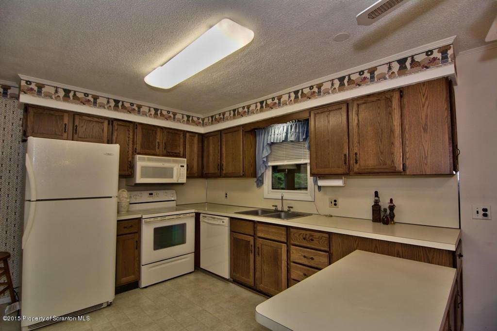 163 Greenview Ct, Lake Ariel, Pennsylvania 18436, 3 Bedrooms Bedrooms, 6 Rooms Rooms,2 BathroomsBathrooms,Single Family,For Sale,Greenview,15-4182