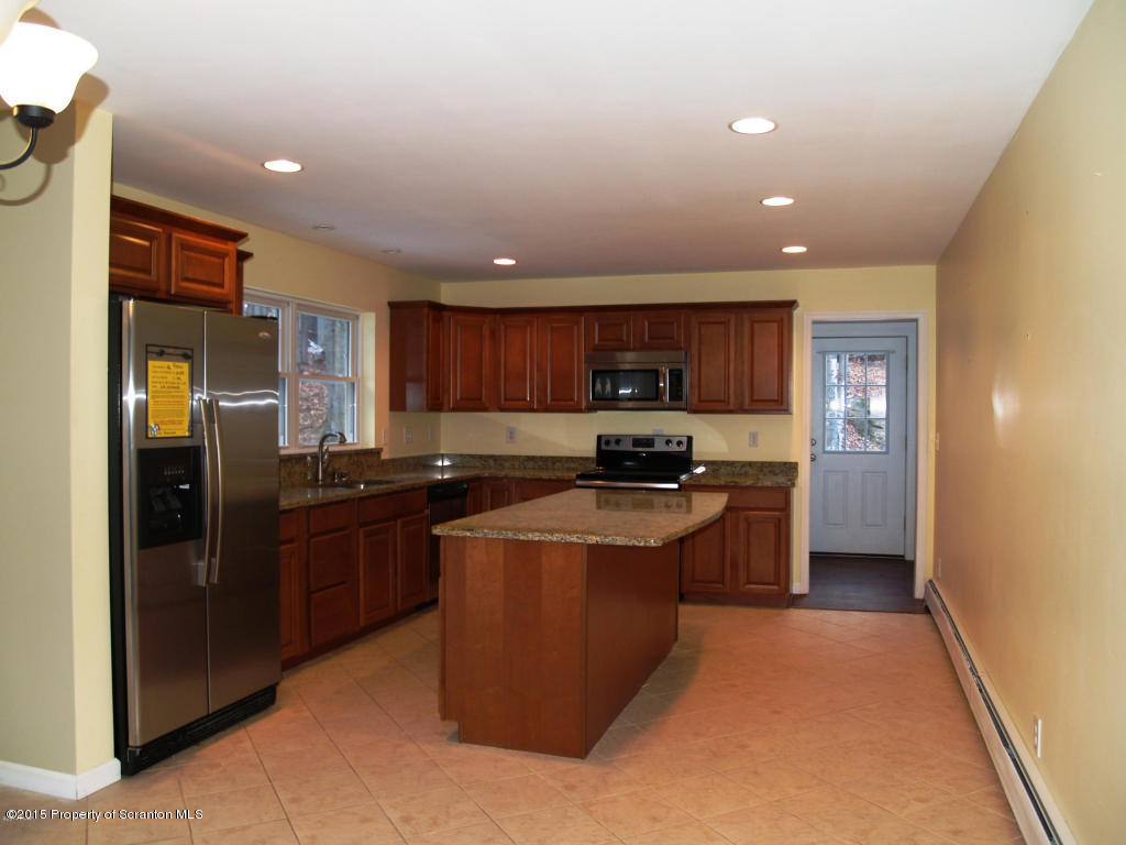 436 Lakeview Drive West, Lake Ariel, Pennsylvania 18436, 3 Bedrooms Bedrooms, 6 Rooms Rooms,2 BathroomsBathrooms,Single Family,For Sale,Lakeview Drive West,15-5473