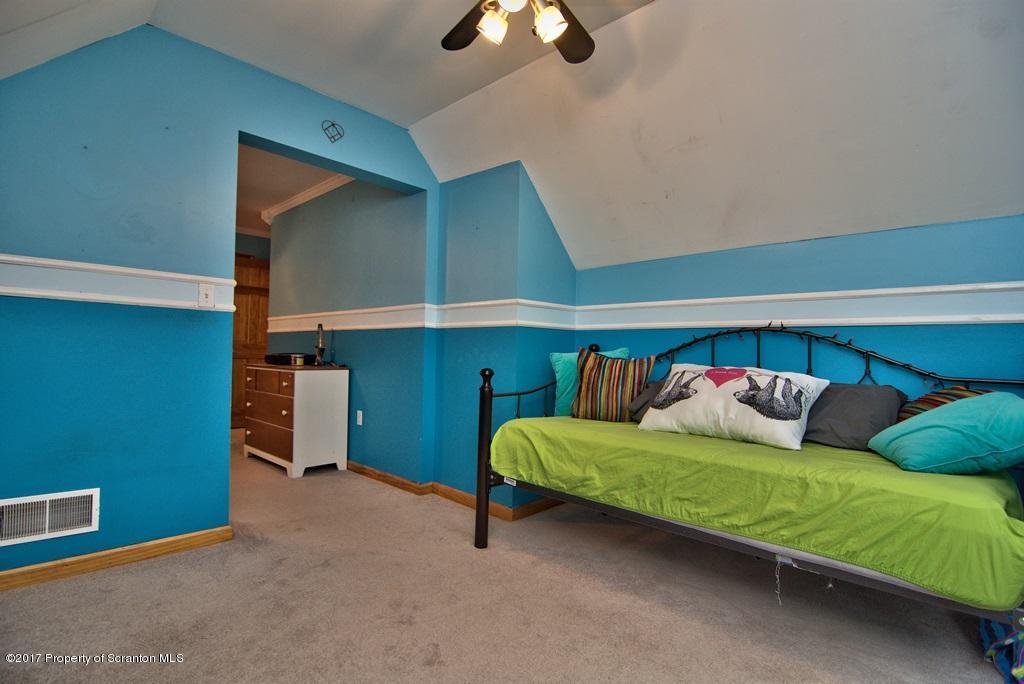 13 Woodridge Dr, Clarks Summit, Pennsylvania 18411, 4 Bedrooms Bedrooms, 9 Rooms Rooms,4 BathroomsBathrooms,Single Family,For Sale,Woodridge,17-946