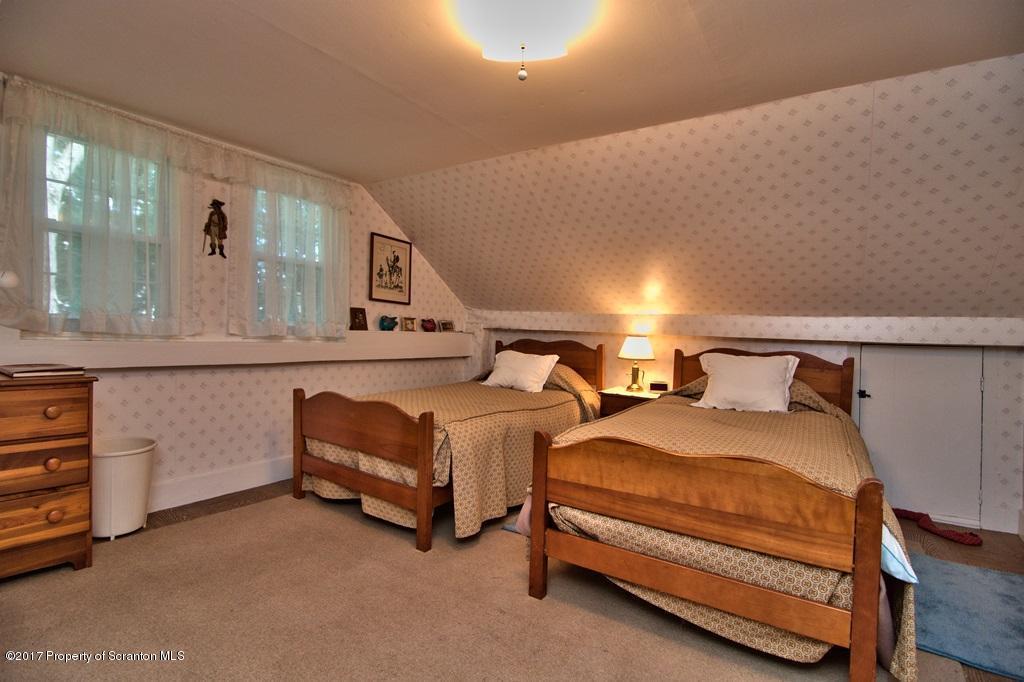 2215 Vauter Road, Union Dale, Pennsylvania 18470, 3 Bedrooms Bedrooms, 8 Rooms Rooms,2 BathroomsBathrooms,Single Family,For Sale,Vauter,17-3079
