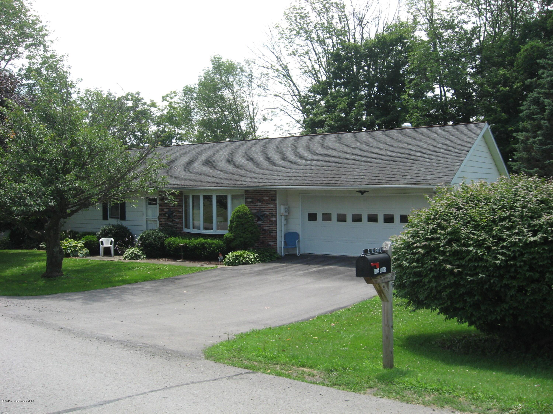 231 Lake Shore Drive, Montrose, Pennsylvania 18801, 3 Bedrooms Bedrooms, 6 Rooms Rooms,2 BathroomsBathrooms,Single Family,For Sale,Lake Shore Drive,18-3577