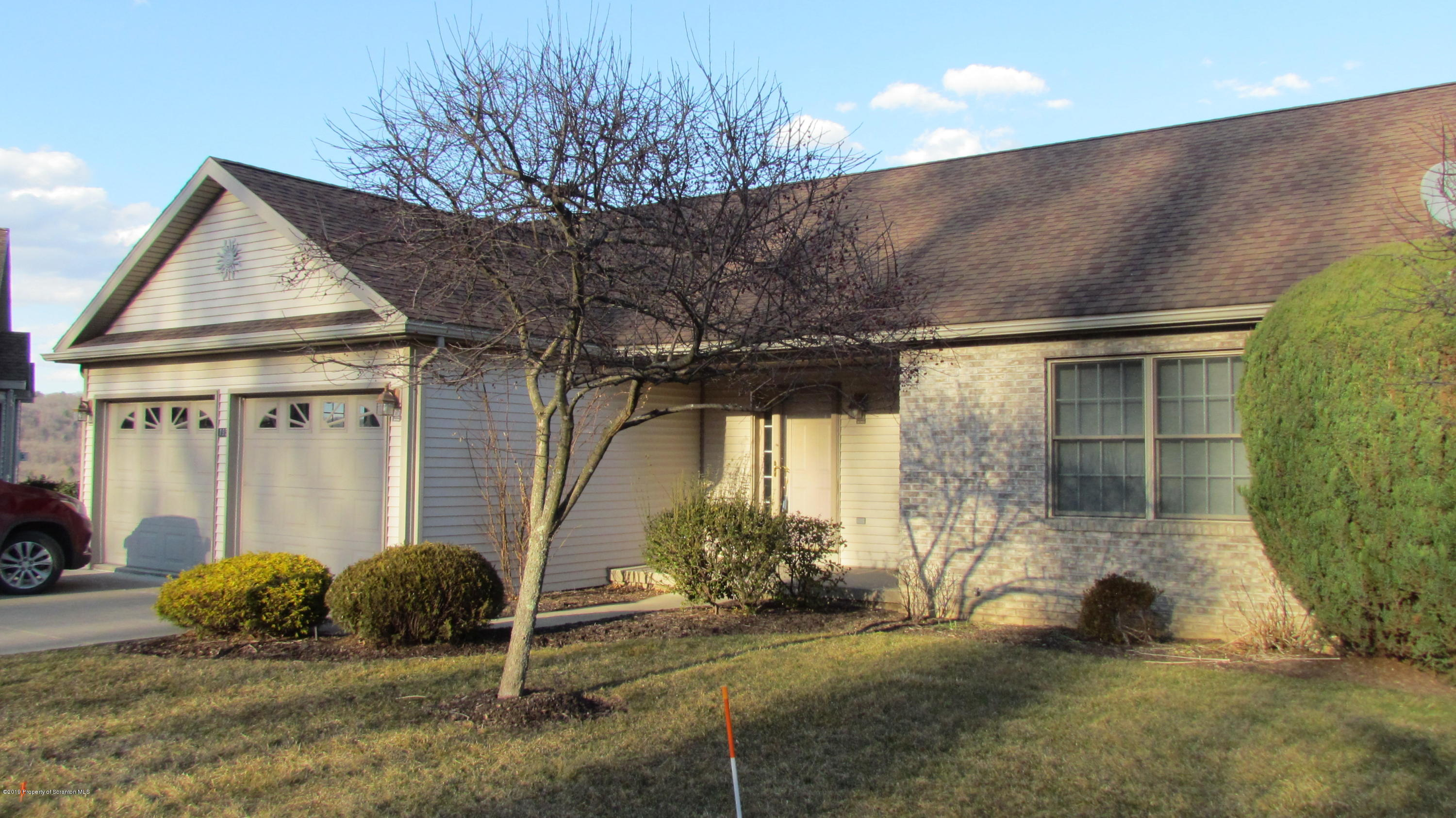 195 Grandview Dr, Tunkhannock, Pennsylvania 18657, 3 Bedrooms Bedrooms, 7 Rooms Rooms,3 BathroomsBathrooms,Residential - condo/townhome,For Sale,Grandview,18-4733