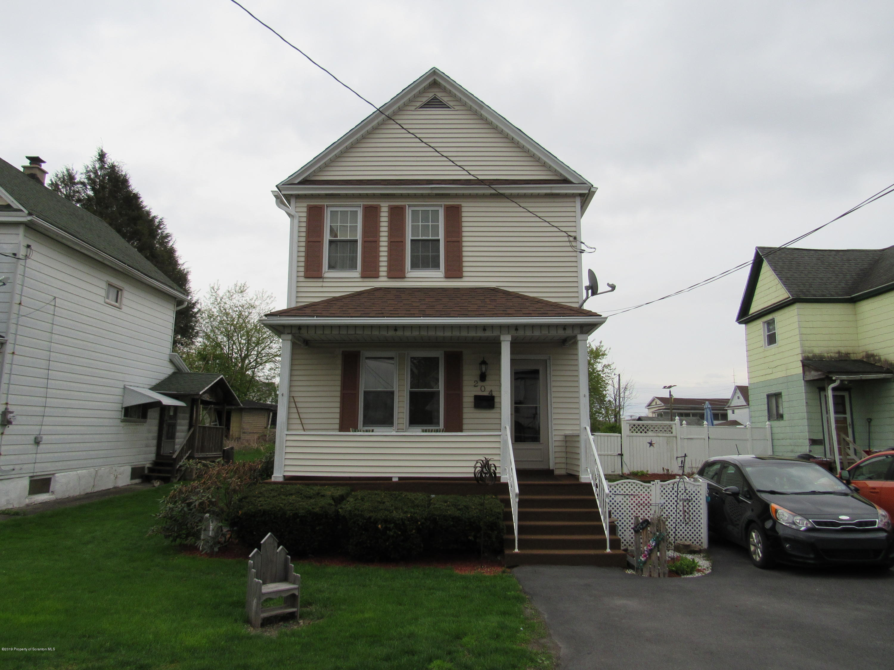 204 Gibbons St, Dunmore, Pennsylvania 18512, 1 Bedroom Bedrooms, 5 Rooms Rooms,2 BathroomsBathrooms,Single Family,For Sale,Gibbons,19-1906