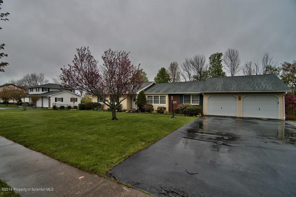 925 Clearview Rd, Moscow, Pennsylvania 18444, 3 Bedrooms Bedrooms, 8 Rooms Rooms,Single Family,For Sale,Clearview,19-2181