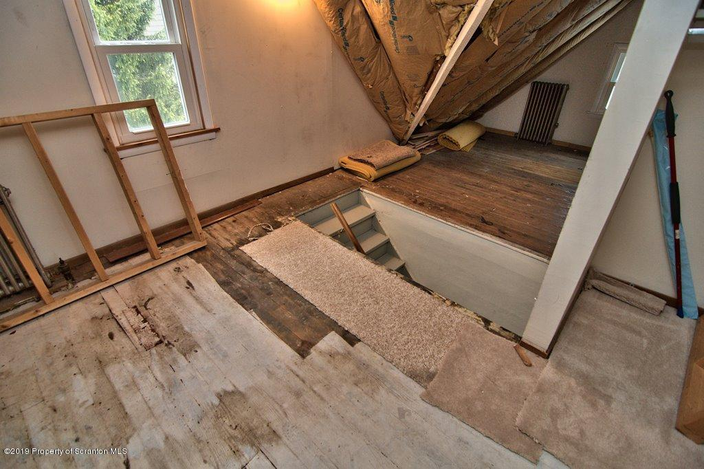 423 Warren St, Dunmore, Pennsylvania 18512, 3 Bedrooms Bedrooms, 8 Rooms Rooms,2 BathroomsBathrooms,Single Family,For Sale,Warren,19-2168