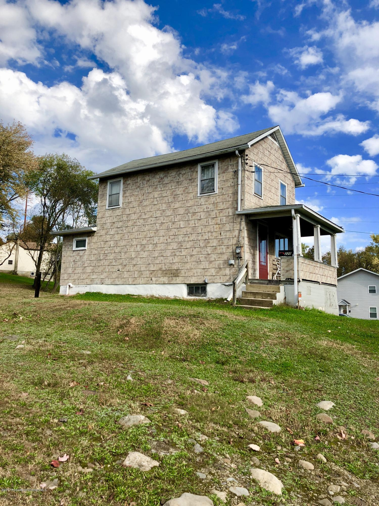 220 Wyalusing St, Old Forge, Pennsylvania 18518, 3 Bedrooms Bedrooms, 5 Rooms Rooms,1 BathroomBathrooms,Single Family,For Sale,Wyalusing,19-2307
