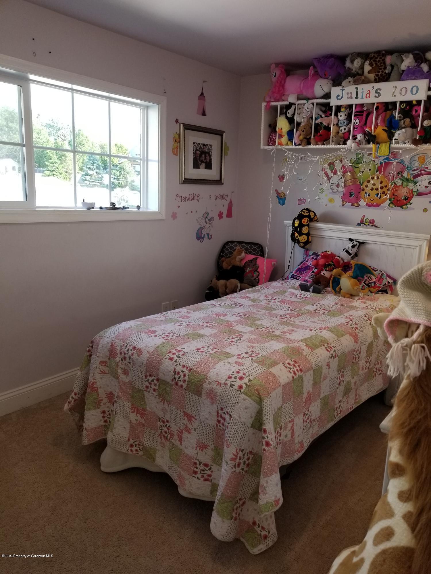 712 Sherwood Ave, Dunmore, Pennsylvania 18512, 3 Bedrooms Bedrooms, 5 Rooms Rooms,1 BathroomBathrooms,Single Family,For Sale,Sherwood,19-2723
