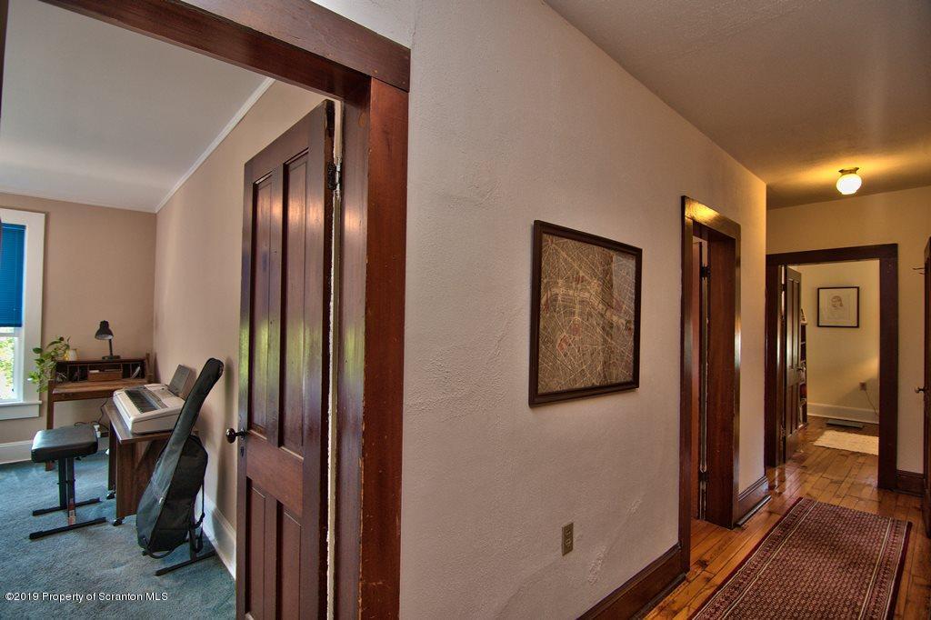 902 Columbia St, Scranton, Pennsylvania 18509, 4 Bedrooms Bedrooms, 10 Rooms Rooms,2 BathroomsBathrooms,Single Family,For Sale,Columbia,19-2750