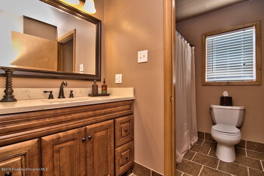 924 Brook St, Scranton, Pennsylvania 18505, 5 Bedrooms Bedrooms, 8 Rooms Rooms,2 BathroomsBathrooms,Single Family,For Sale,Brook,19-2740