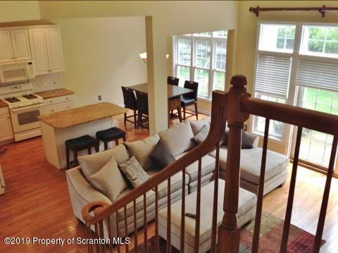 1303 Verne Close, Moosic, Pennsylvania 18507, 2 Bedrooms Bedrooms, 6 Rooms Rooms,3 BathroomsBathrooms,Rental,For Lease,Verne,19-2886