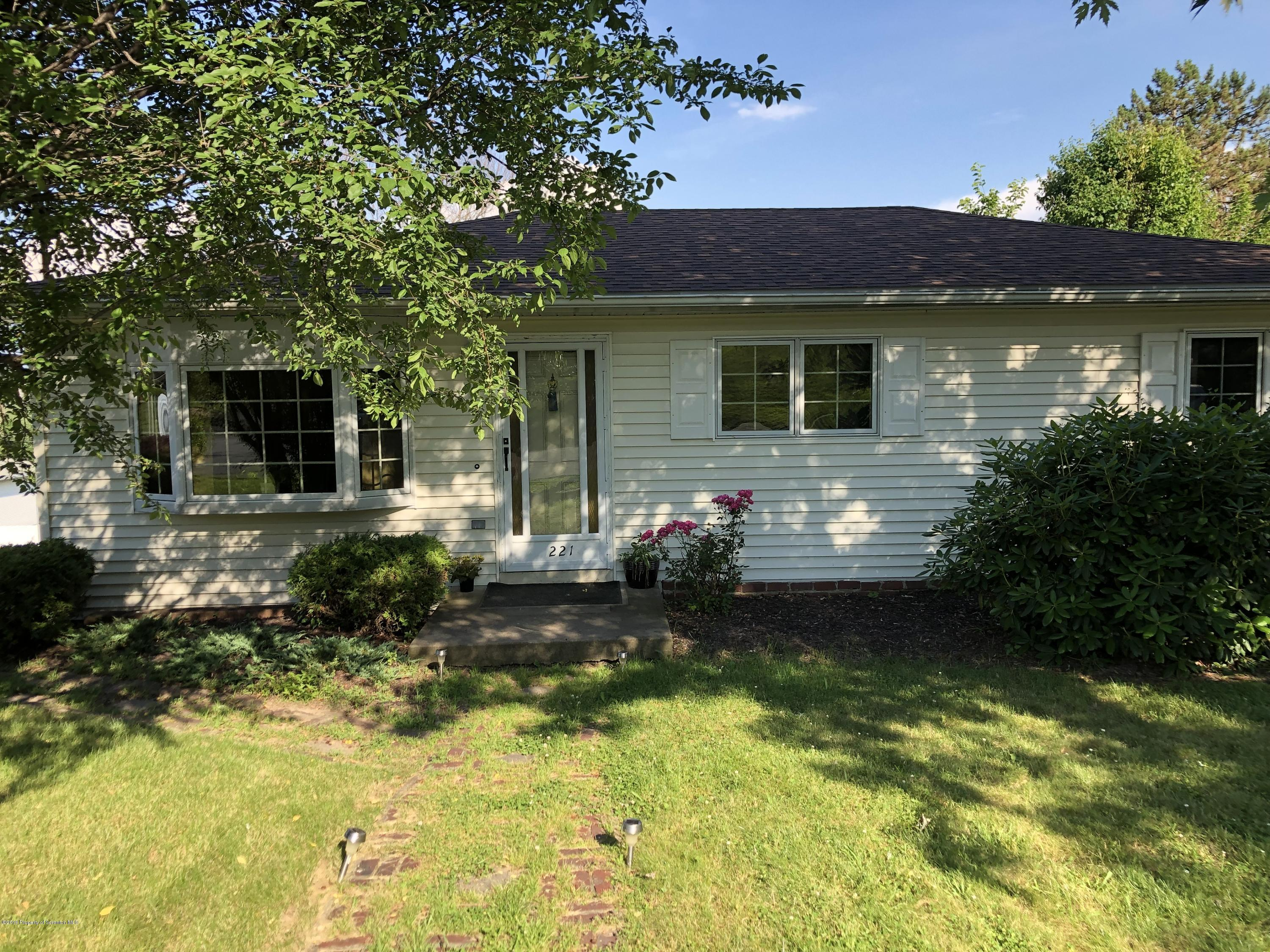 221 Dale Ave, Scranton, Pennsylvania 18504, 3 Bedrooms Bedrooms, 7 Rooms Rooms,1 BathroomBathrooms,Single Family,For Sale,Dale,19-592
