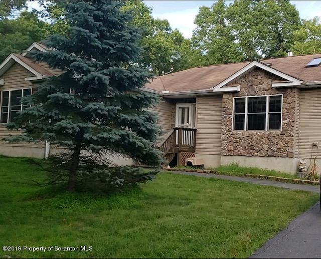 2140 Oaktree Lane, Bushkill, Pennsylvania 18324, 3 Bedrooms Bedrooms, 6 Rooms Rooms,2 BathroomsBathrooms,Single Family,For Sale,Oaktree,19-3362