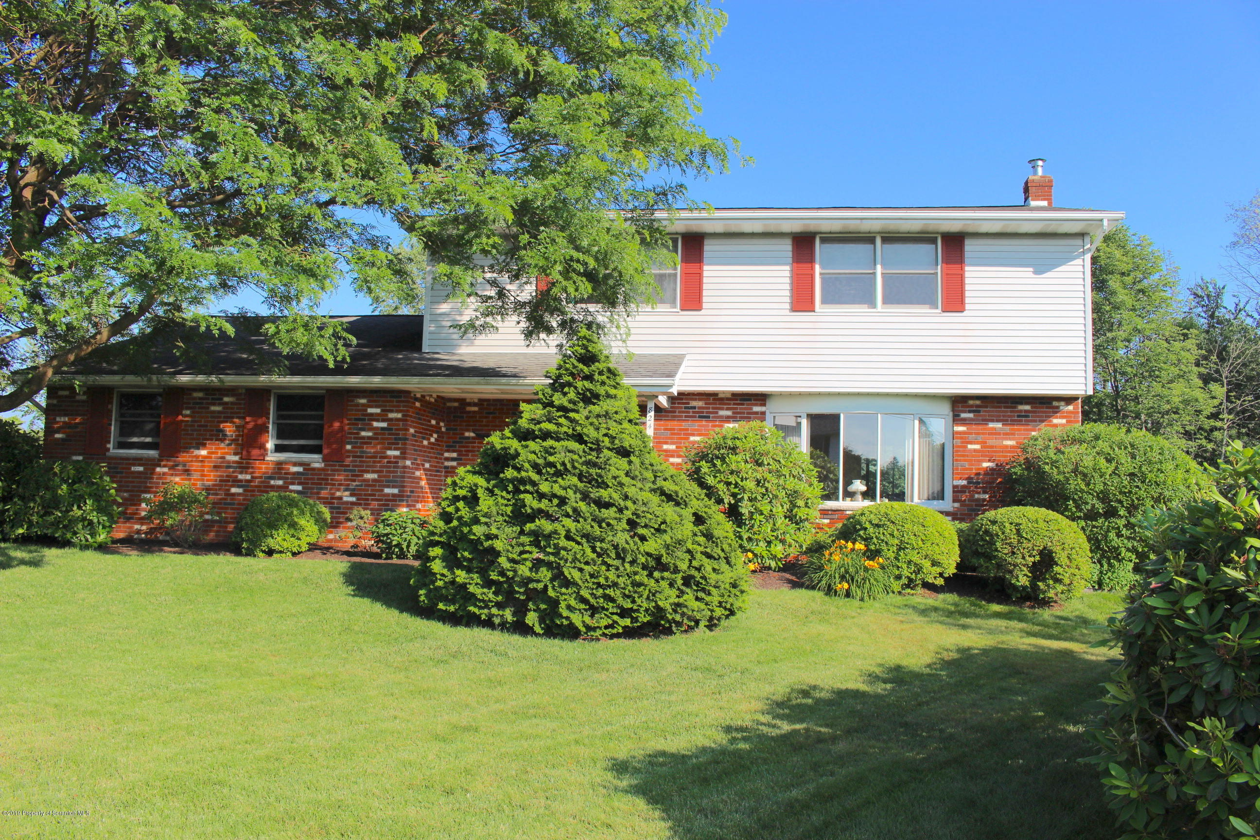 824 Laconia Cir, South Abington Twp, Pennsylvania 18411, 4 Bedrooms Bedrooms, 8 Rooms Rooms,3 BathroomsBathrooms,Single Family,For Sale,Laconia,19-3381