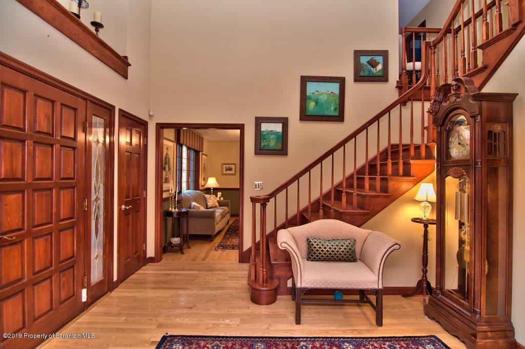 102 Emerson Close, Moosic, Pennsylvania 18507, 3 Bedrooms Bedrooms, 9 Rooms Rooms,4 BathroomsBathrooms,Single Family,For Sale,Emerson Close,19-3715