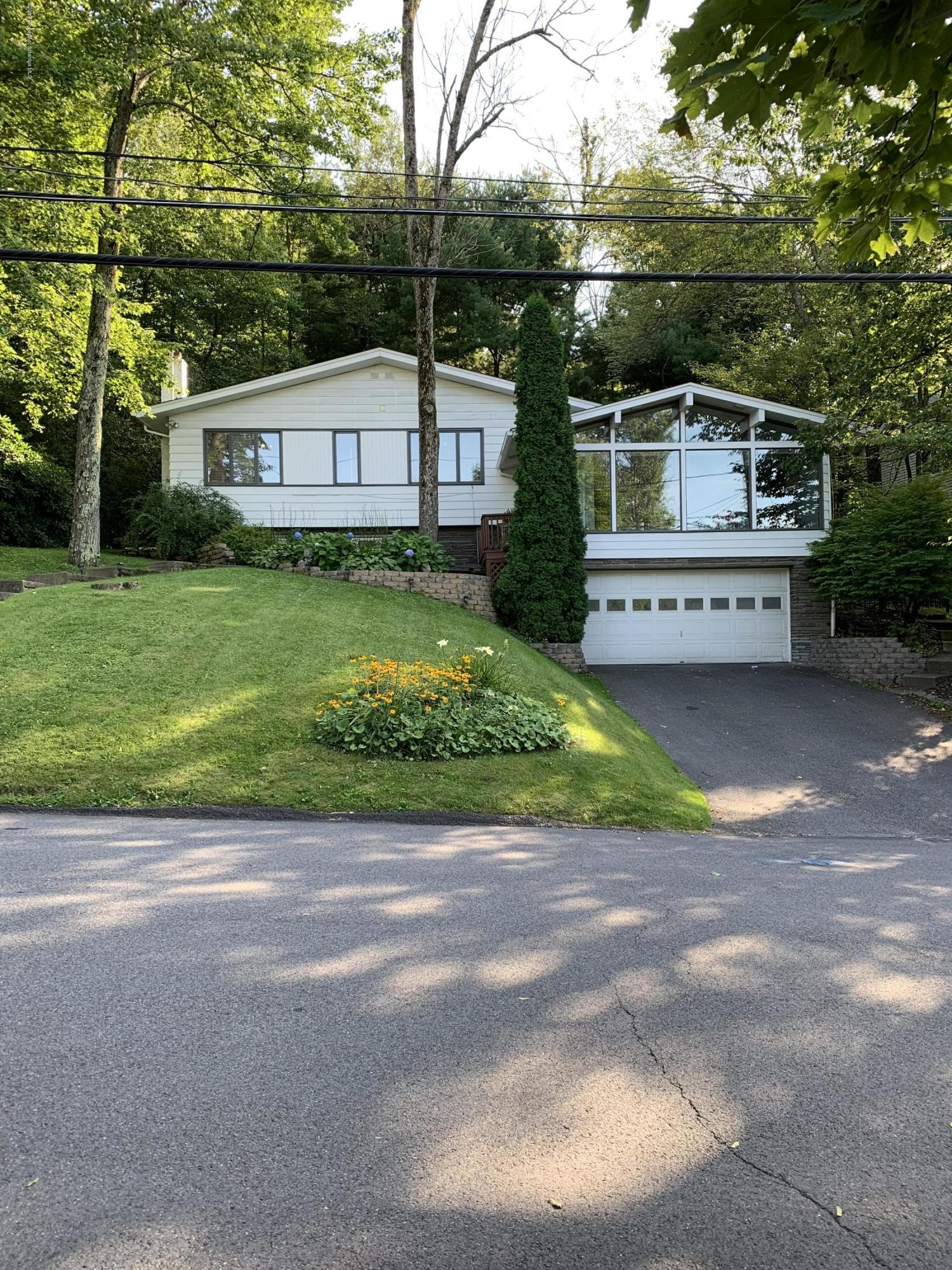 104 Grandview St, Clarks Summit, Pennsylvania 18411, 4 Bedrooms Bedrooms, 8 Rooms Rooms,3 BathroomsBathrooms,Single Family,For Sale,Grandview,19-3950