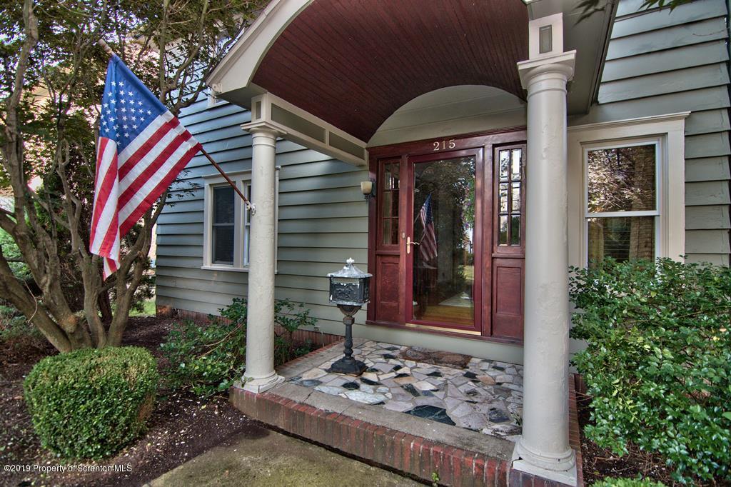 215 Grove St, Clarks Summit, Pennsylvania 18411, 3 Bedrooms Bedrooms, 8 Rooms Rooms,2 BathroomsBathrooms,Single Family,For Sale,Grove,19-3995