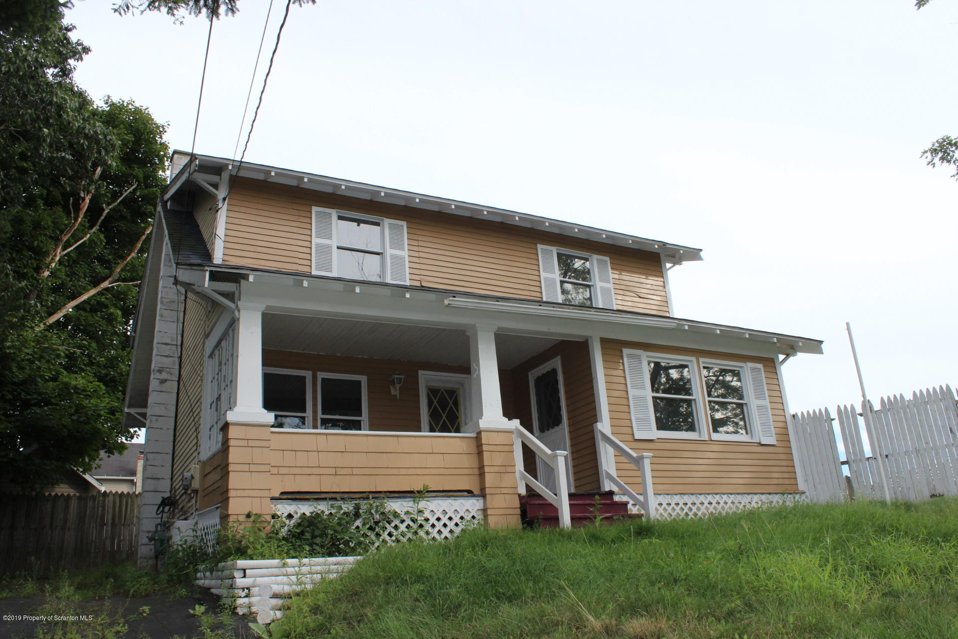 141 Spruce St, Archbald, Pennsylvania 18403, 4 Bedrooms Bedrooms, 8 Rooms Rooms,2 BathroomsBathrooms,Single Family,For Sale,Spruce,19-4399