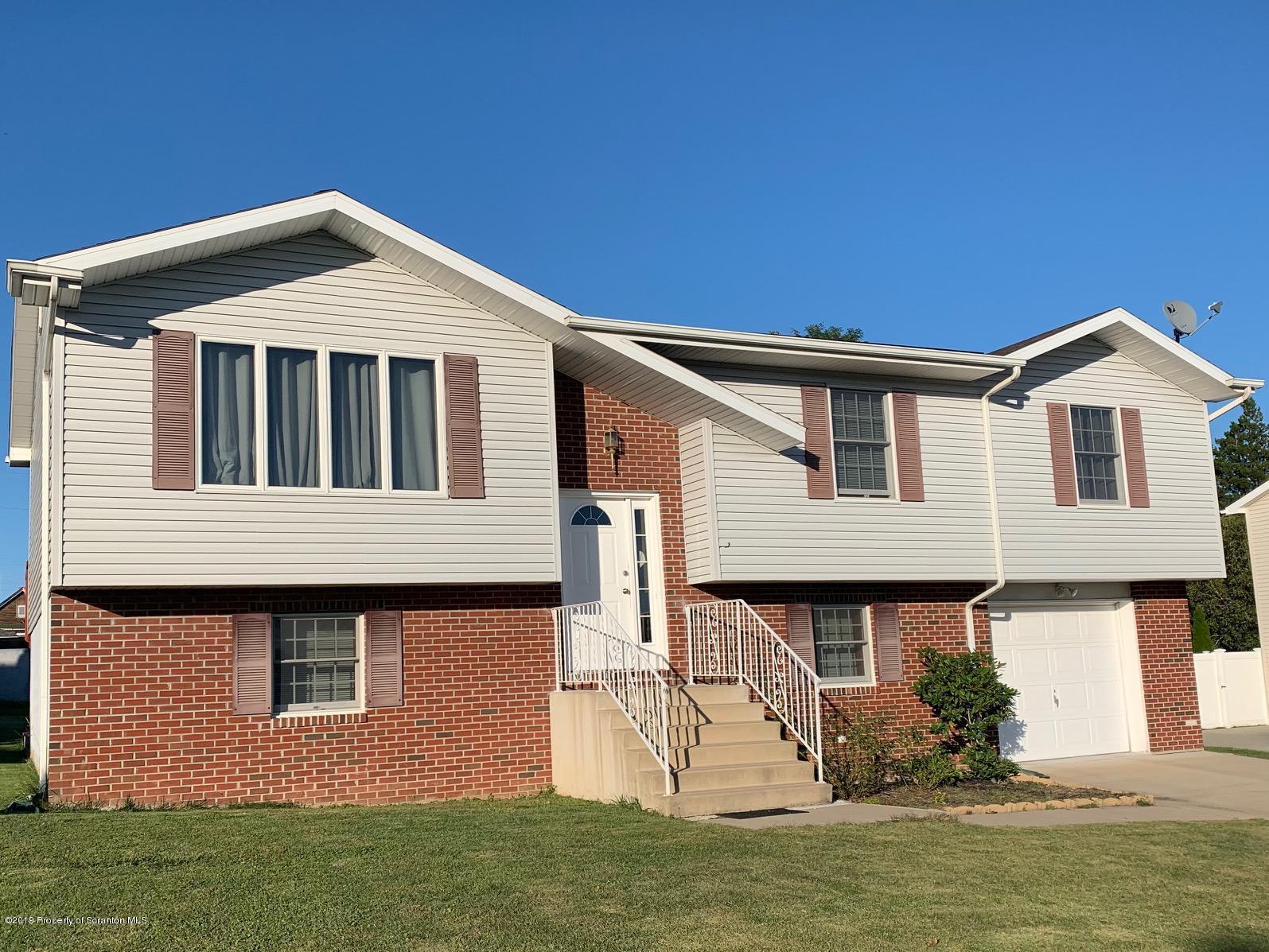 106 Girard Ave, Scranton, Pennsylvania 18504, 4 Bedrooms Bedrooms, 8 Rooms Rooms,3 BathroomsBathrooms,Single Family,For Sale,Girard,19-4550