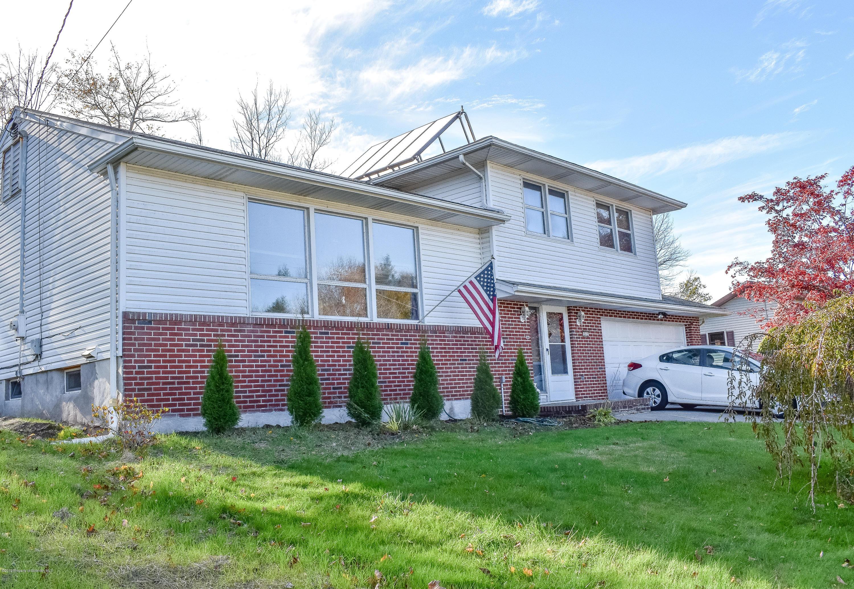312 Barbara Dr, Roaring Brook Twp, Pennsylvania 18444, 3 Bedrooms Bedrooms, 9 Rooms Rooms,2 BathroomsBathrooms,Single Family,For Sale,Barbara,20-498