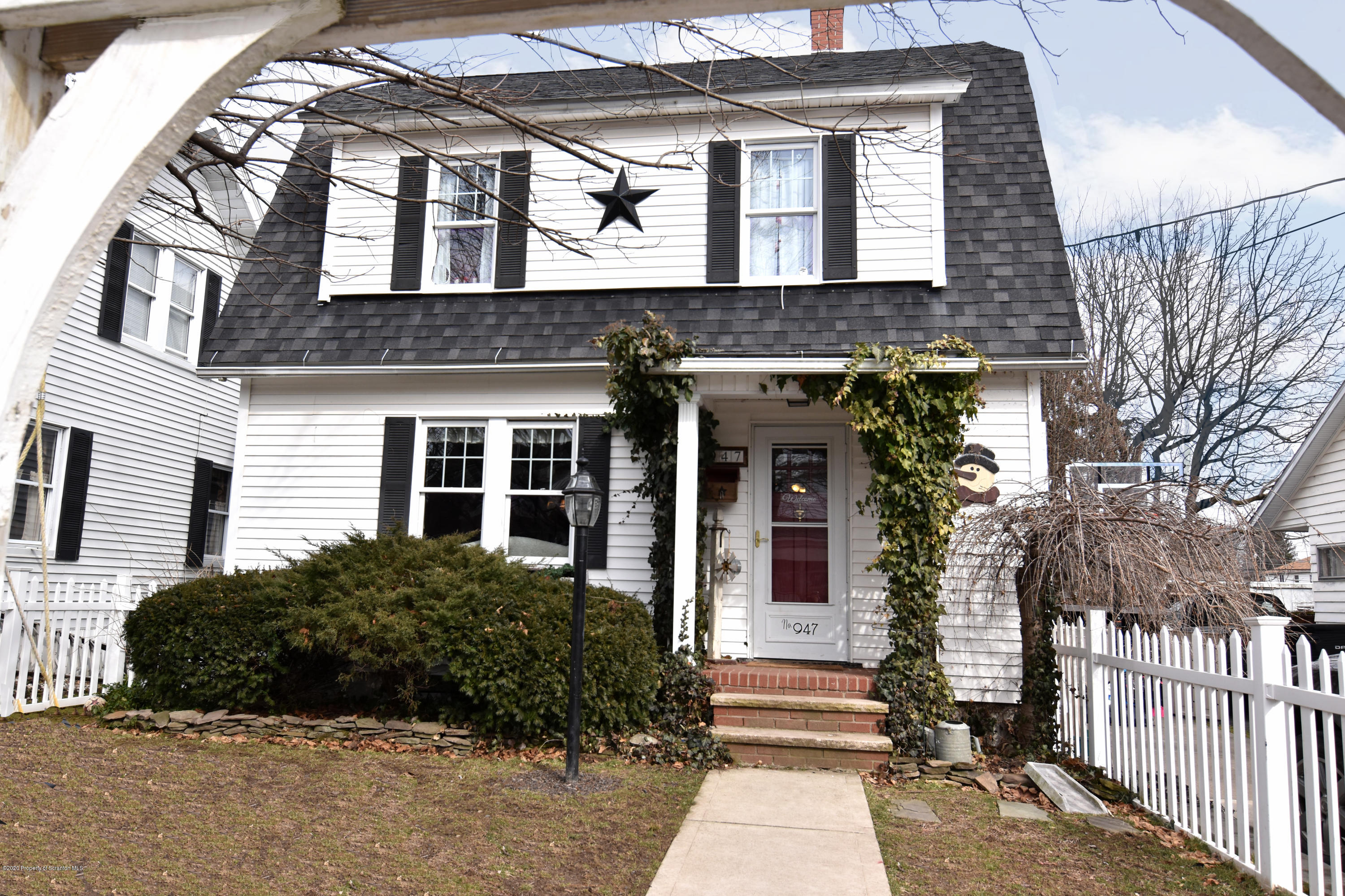 947 Cottage Ave, Peckville, Pennsylvania 18452, 4 Bedrooms Bedrooms, 8 Rooms Rooms,3 BathroomsBathrooms,Single Family,For Sale,Cottage,20-602