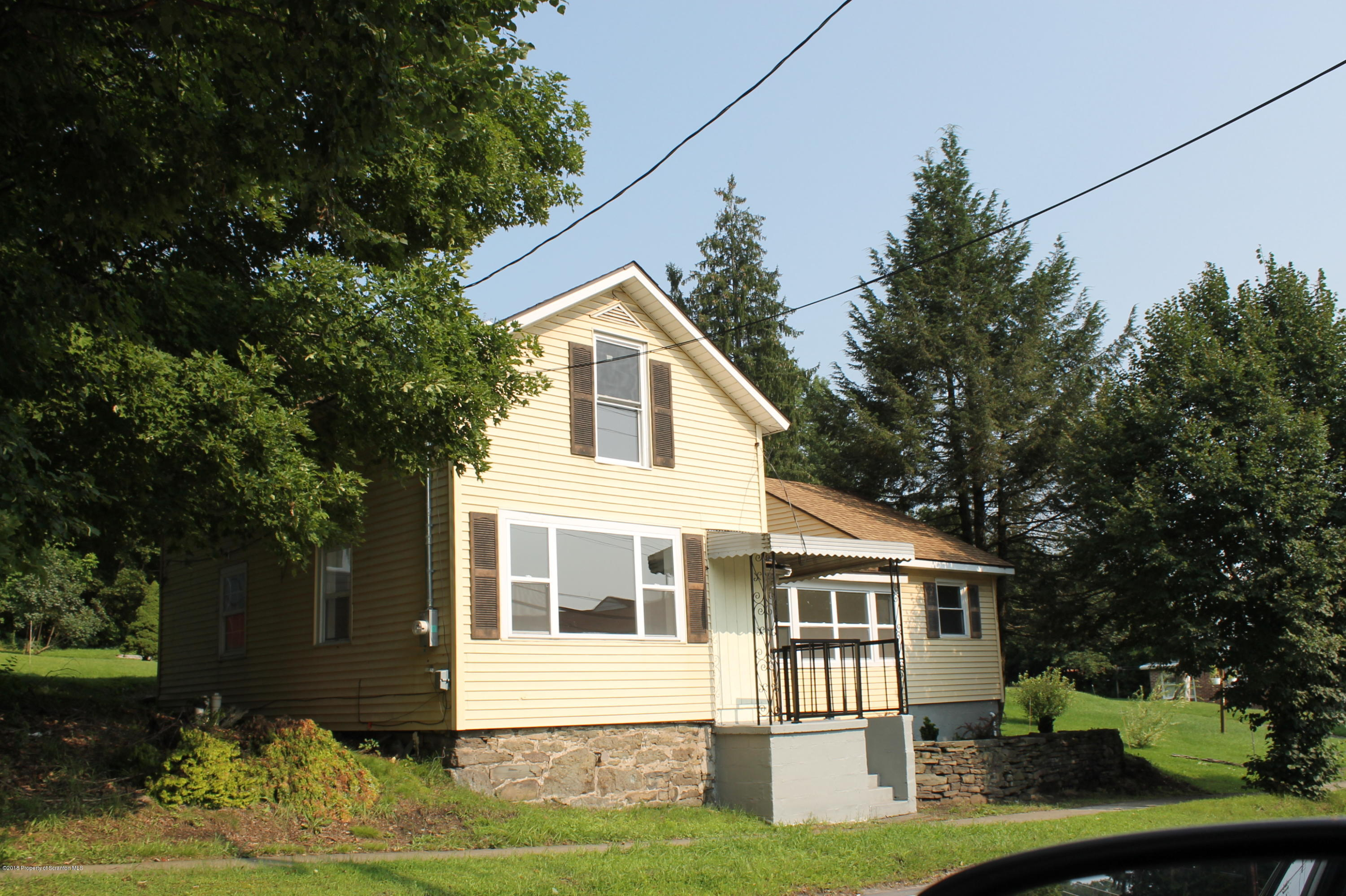 129 Market St, Moscow, Pennsylvania 18444, 4 Bedrooms Bedrooms, 7 Rooms Rooms,1 BathroomBathrooms,Single Family,For Sale,Market,20-1245