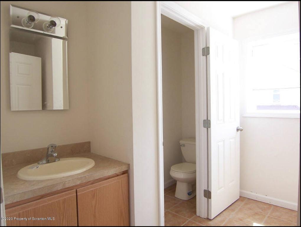 323 Taylor Ave, Scranton, Pennsylvania 18510, 4 Bedrooms Bedrooms, 7 Rooms Rooms,1 BathroomBathrooms,Rental,For Lease,Taylor,20-1236