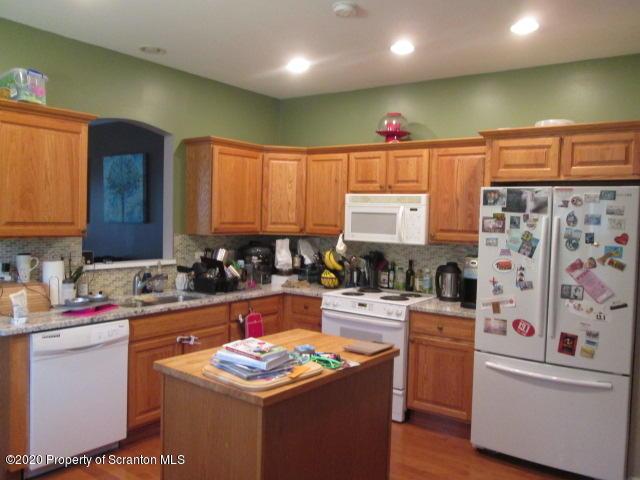 32 Pine Tree Dr, Covington Twp, Pennsylvania 18424, 3 Bedrooms Bedrooms, 7 Rooms Rooms,3 BathroomsBathrooms,Residential - condo/townhome,For Sale,Pine Tree,20-3612