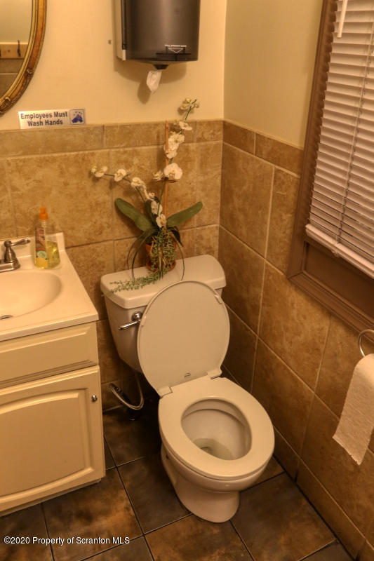 203 Chestnut St, Dunmore, Pennsylvania 18512, ,3 BathroomsBathrooms,Commercial,For Sale,Chestnut,20-3580