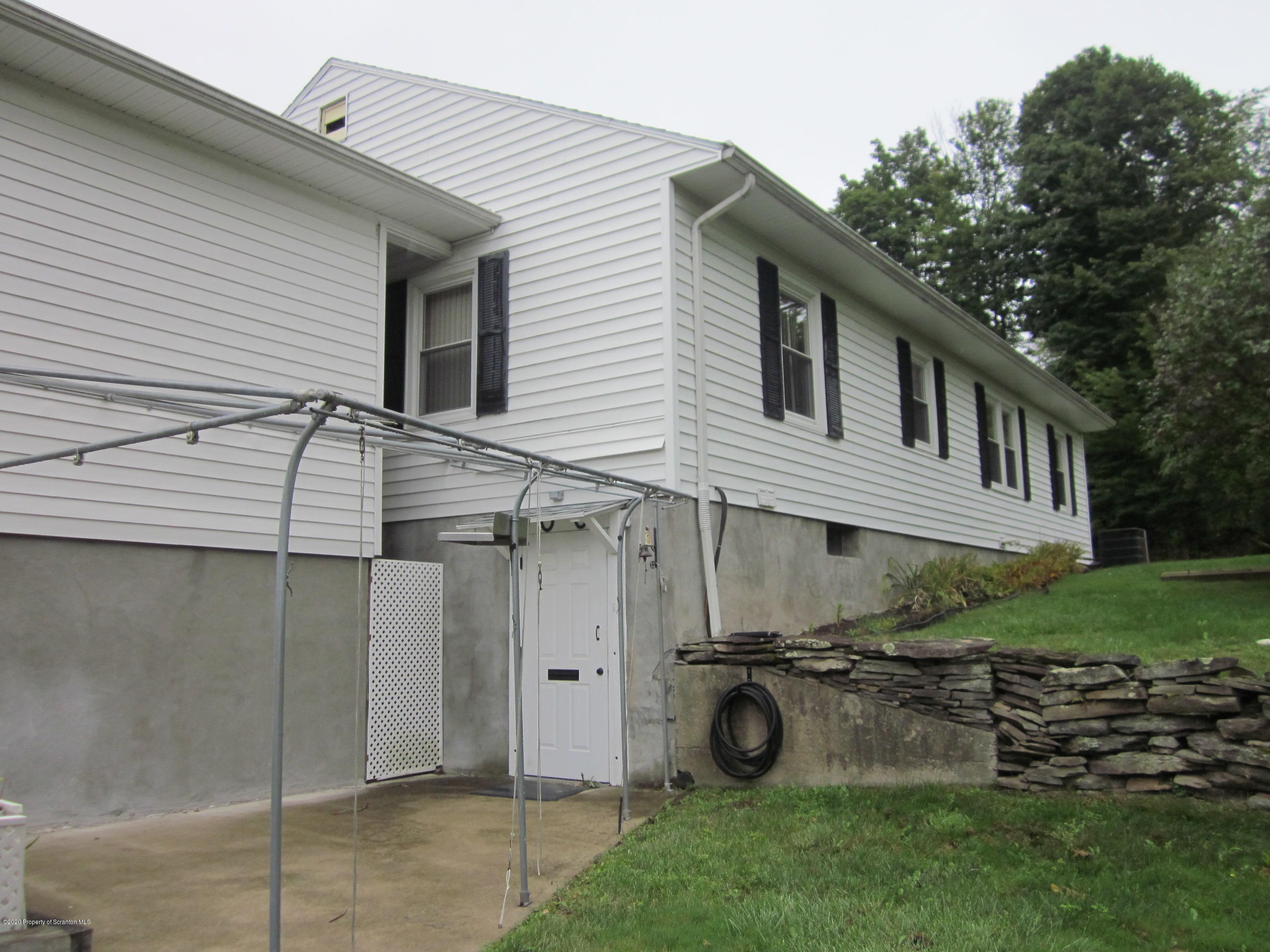 1003 Sunset, Clarks Summit, Pennsylvania 18411, 2 Bedrooms Bedrooms, 5 Rooms Rooms,1 BathroomBathrooms,Single Family,For Sale,Sunset,20-3717