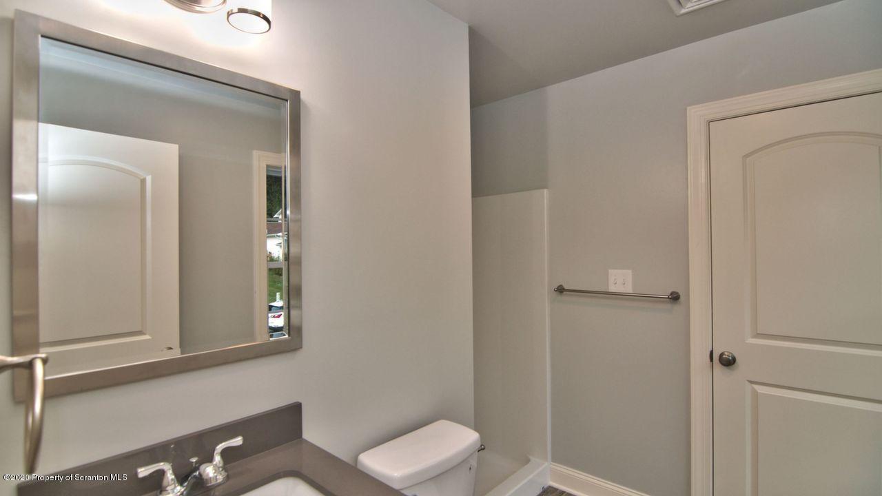 12 Linda Ln, Carbondale Twp, Pennsylvania 18407, 3 Bedrooms Bedrooms, 6 Rooms Rooms,3 BathroomsBathrooms,Single Family,For Sale,Linda,20-3824