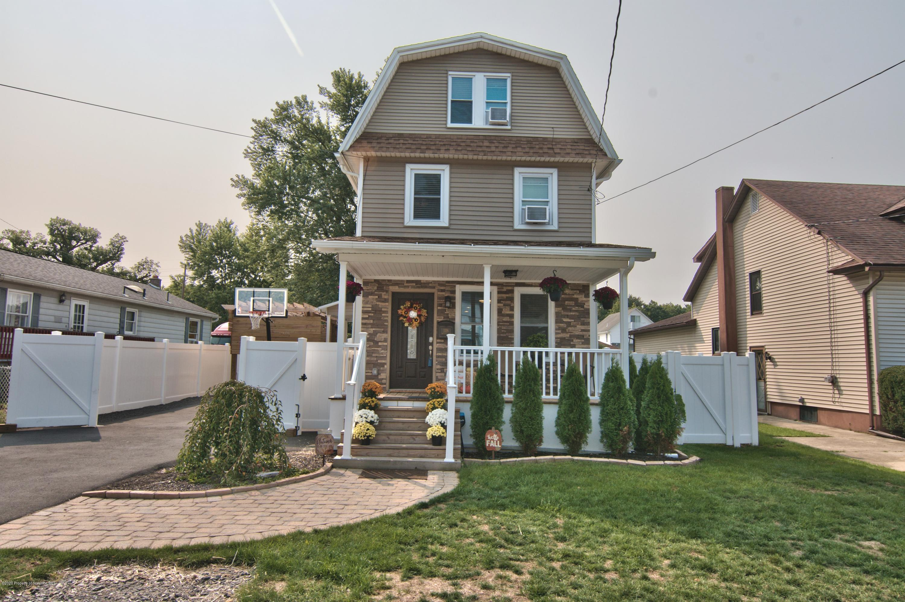 1116 Water St, Moosic, Pennsylvania 18507, 4 Bedrooms Bedrooms, 6 Rooms Rooms,4 BathroomsBathrooms,Single Family,For Sale,Water,20-3809