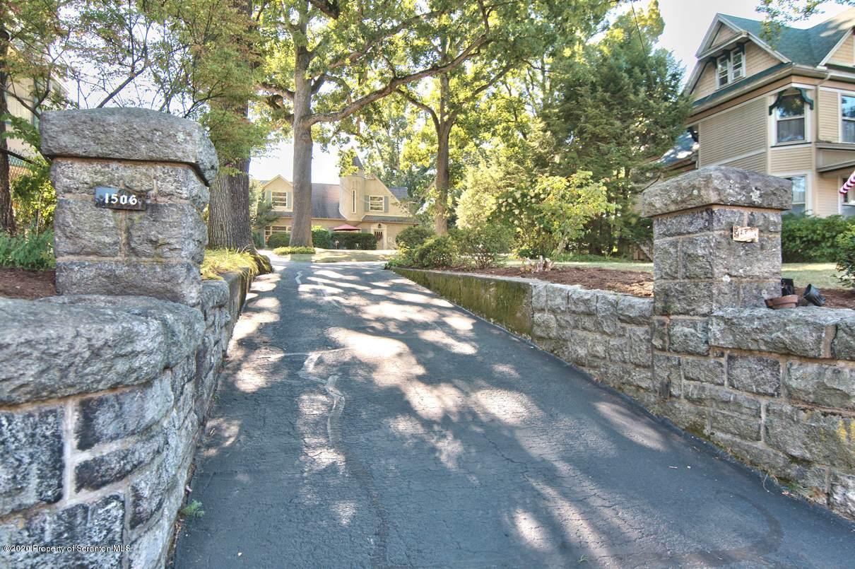1506 ADAMS AVENUE, Dunmore, Pennsylvania 18509, 4 Bedrooms Bedrooms, 8 Rooms Rooms,2 BathroomsBathrooms,Single Family,For Sale,ADAMS,20-3939