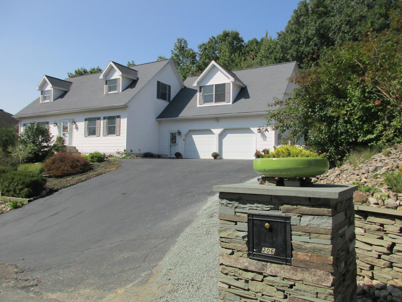206 Clairmont Rd, Dickson City, Pennsylvania 18519, 4 Bedrooms Bedrooms, 9 Rooms Rooms,5 BathroomsBathrooms,Single Family,For Sale,Clairmont,20-4507