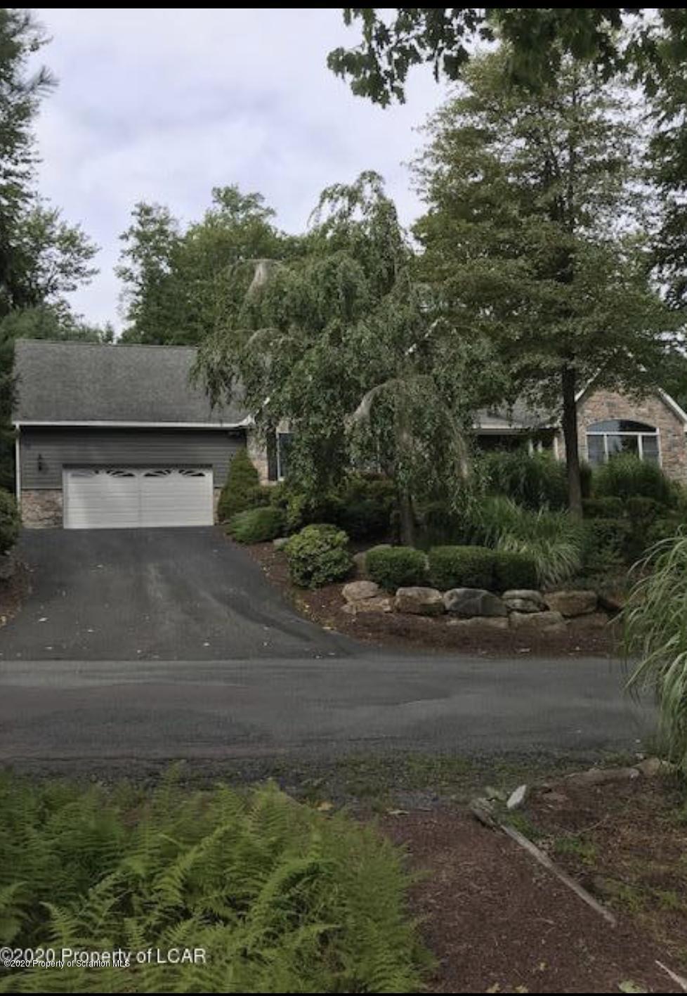 109 Lake Dr, Lake Harmony, Pennsylvania 18624, 4 Bedrooms Bedrooms, 12 Rooms Rooms,6 BathroomsBathrooms,Single Family,For Sale,Lake,20-4310