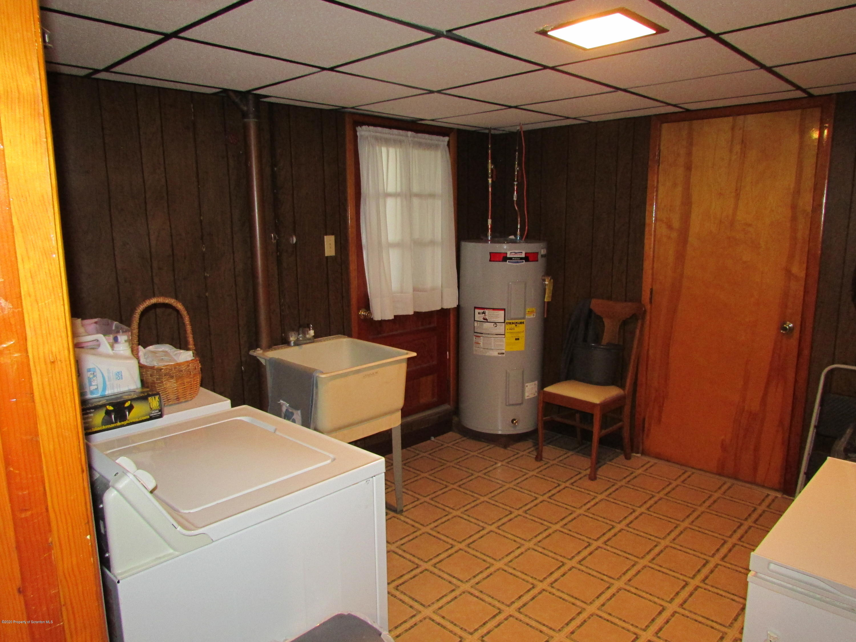 87 Vine St, Taylor, Pennsylvania 18517, 4 Bedrooms Bedrooms, 8 Rooms Rooms,2 BathroomsBathrooms,Single Family,For Sale,Vine,20-4371