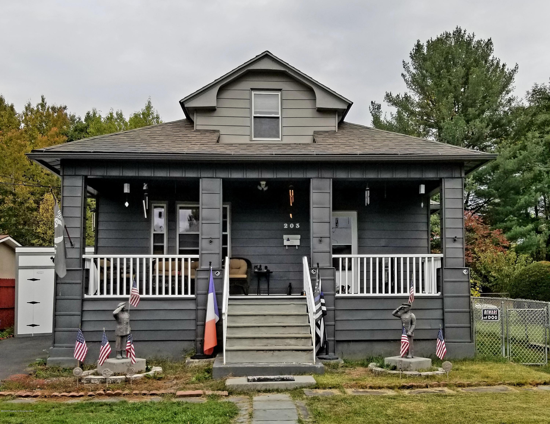 203 Sanderson St, Throop, Pennsylvania 18512, 3 Bedrooms Bedrooms, 8 Rooms Rooms,1 BathroomBathrooms,Single Family,For Sale,Sanderson,20-4423
