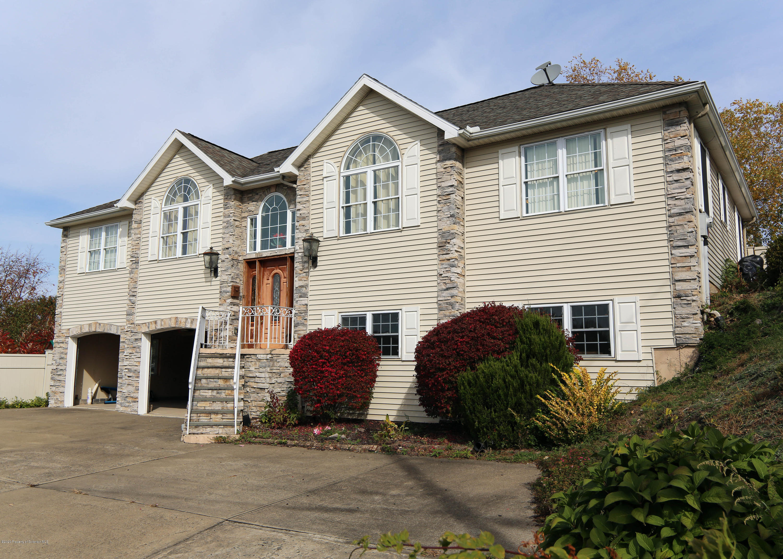 101 Sunset Dr, Dunmore, Pennsylvania 18512, 4 Bedrooms Bedrooms, 8 Rooms Rooms,3 BathroomsBathrooms,Single Family,For Sale,Sunset,20-4522