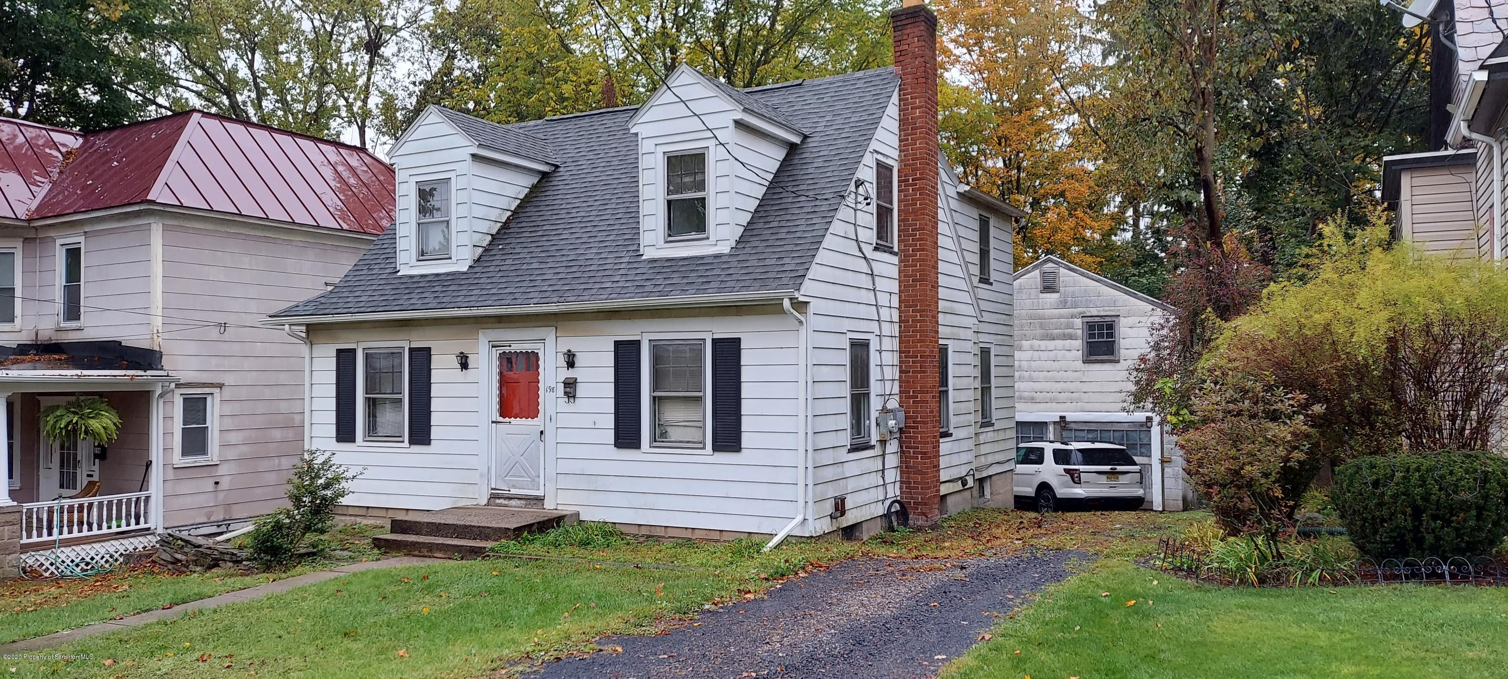 198 Analomink Street, East Stroudsburg, Pennsylvania 18301, 3 Bedrooms Bedrooms, 8 Rooms Rooms,2 BathroomsBathrooms,Single Family,For Sale,Analomink,20-4524