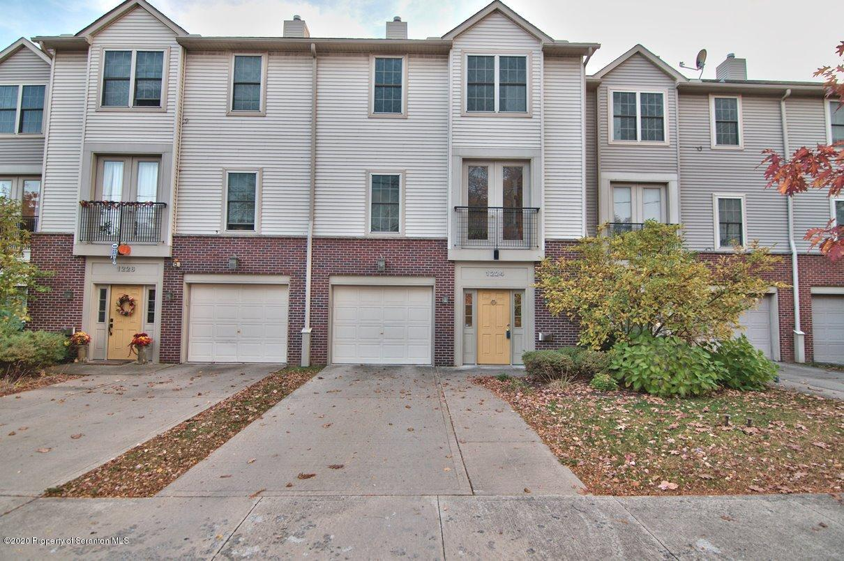 1224 Olive St, Scranton, Pennsylvania 18509, 3 Bedrooms Bedrooms, 5 Rooms Rooms,4 BathroomsBathrooms,Residential - condo/townhome,For Sale,Olive,20-4668