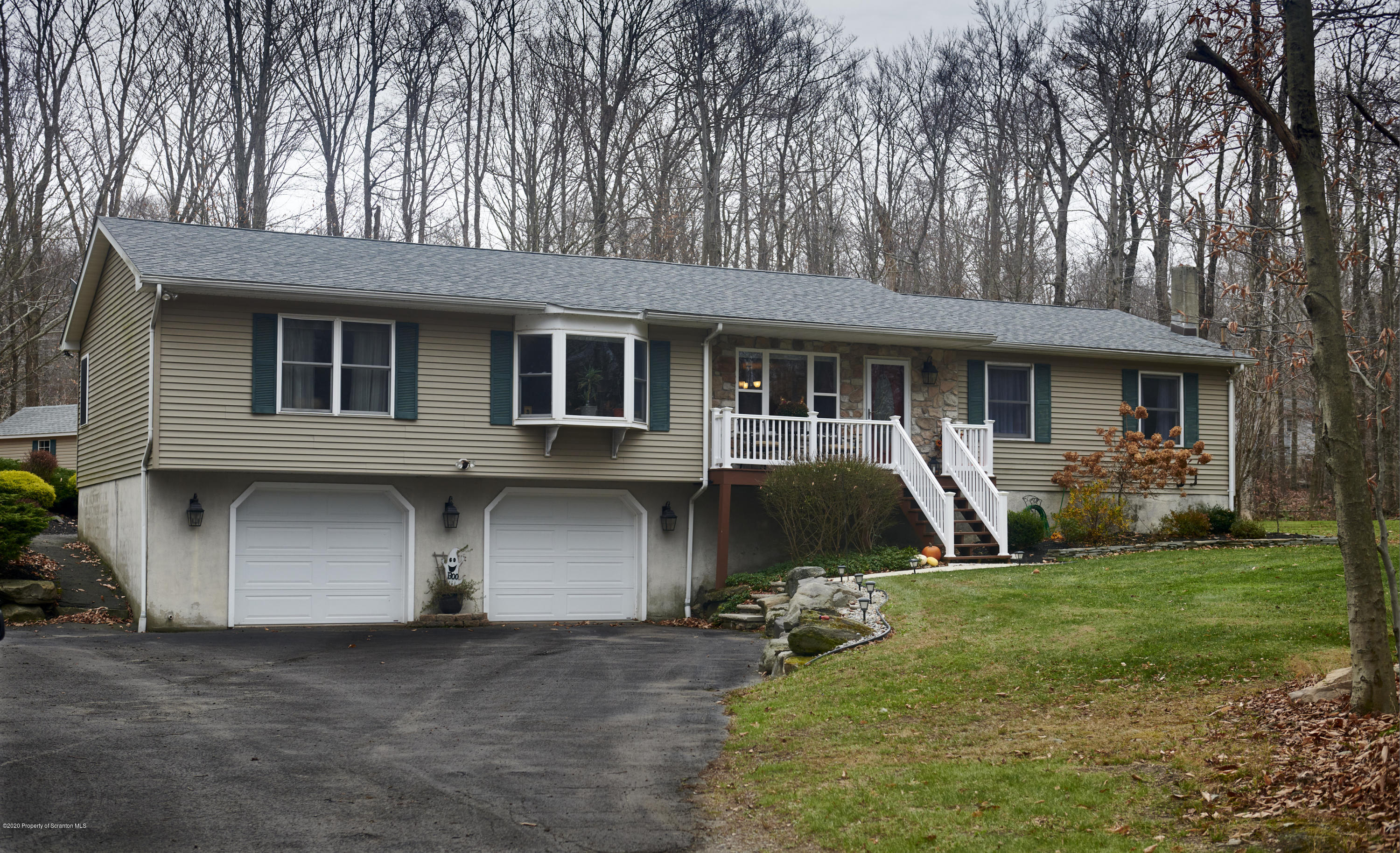 36 Solitude Dr, Madison Twp, Pennsylvania 18444, 4 Bedrooms Bedrooms, 10 Rooms Rooms,3 BathroomsBathrooms,Single Family,For Sale,Solitude,20-4904